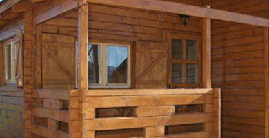 Vacaciones con mascota. Bungalow o cabaña de madera en camping de Guara Huesca